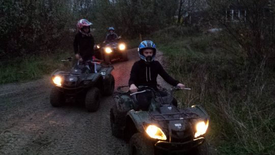 Quad rijden in het donker